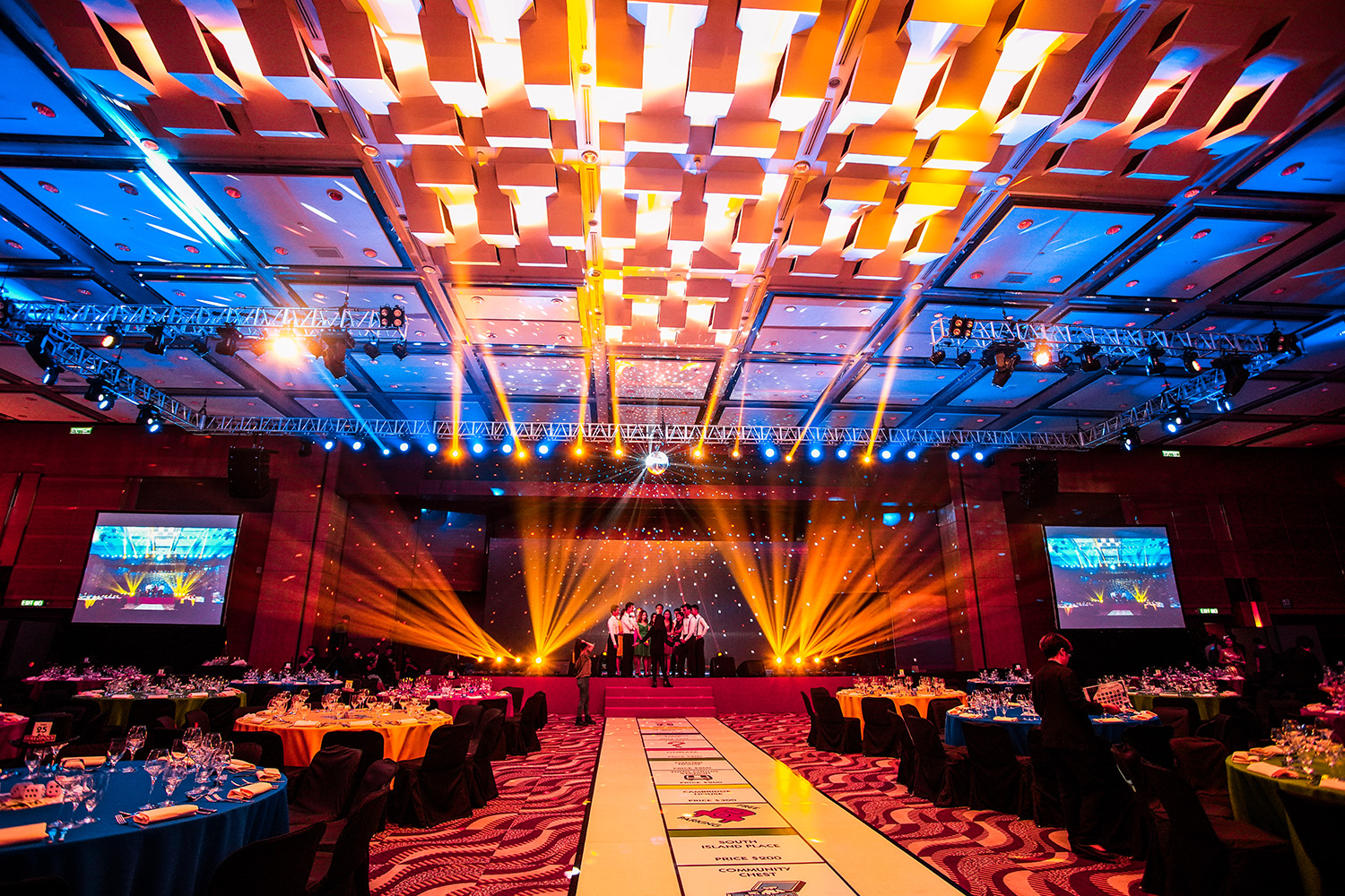 Chunky Onion Productions provides line array speaker hire services in Hong Kong. A great sound system is critical to the success of any musical performance, conference or keynote speech. So, it is essential to hire an excellent public-address system. We own and provide high-quality sound equipment for hire and full-time professional audio technicians to operate the sound equipment to perfection. You make one call and both the sound system, and the technical team are sorted! Whether you're hosting a conference, a wedding, a product launch or a gala dinner, we have the right sound equipment to cover your function. When in Hong Kong hire your PA System and musical instruments from Chunky Onion Productions.