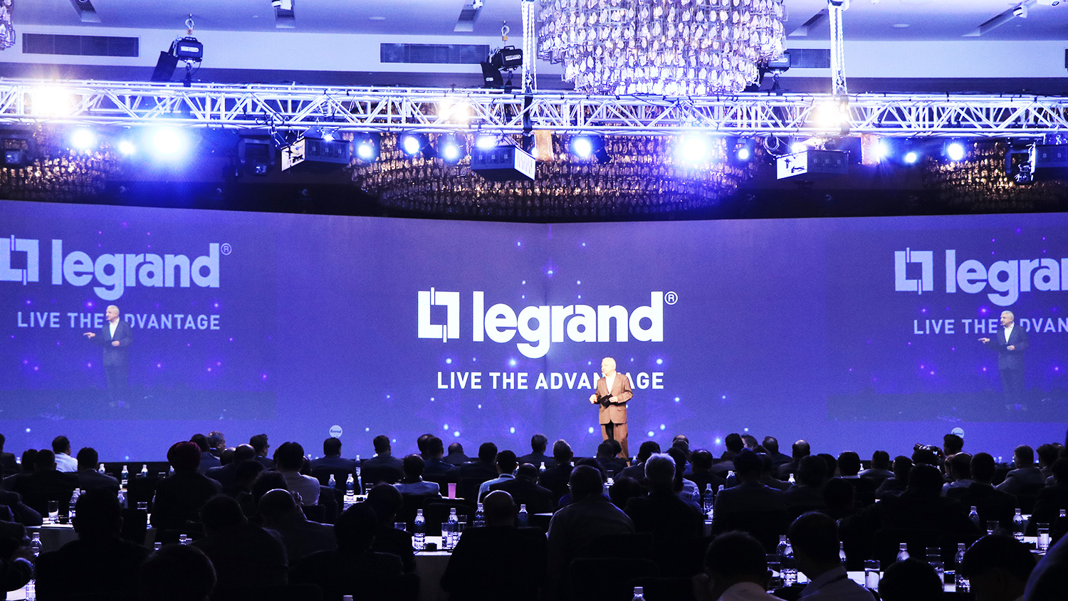 We provide projector screen rental services and comprehensive audio-visual rental services for events in Hong Kong. We own and offer a full suite of audio-visual equipment for hire including audio equipment, LED lighting, video projection, LED walls and the professional technicians to operate it to perfection.